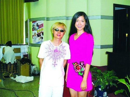 51岁邓建国与22岁嫩模秘婚 新娘是张朝阳前女友
