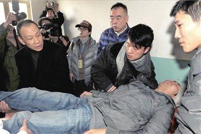 《赵氏孤儿》典礼媒体台超重坍塌 约十人伤(图)