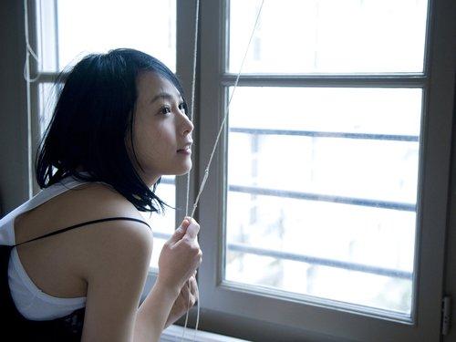 刘若英新歌《我们没有在一起》 MV呈现黑白经典