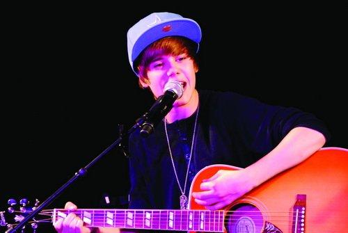当红偶像Justin Bieber登顶美国公告牌专辑榜_