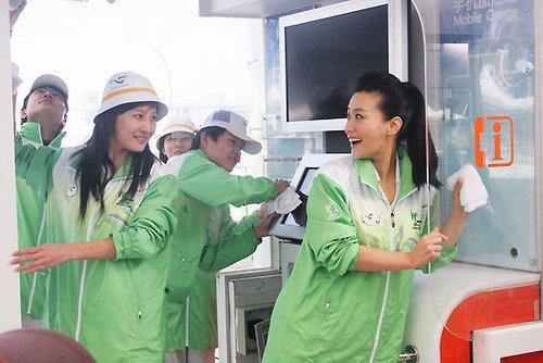 谭晶为唱《Nobody》练韩语 用歌声赞世博志愿者