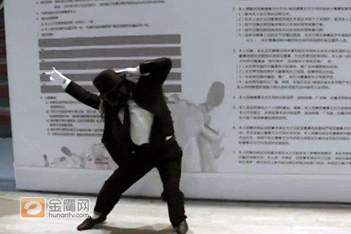 """翻版""""杰克逊""""报名快男 唱功""""雷人""""精神可嘉"""