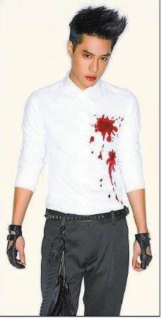 周汤豪抢当台版吸血鬼 李大齐助阵打造爆血造型
