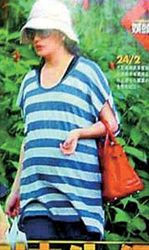 赵薇被曝11日剖腹产下一女 经纪人不否认不回答