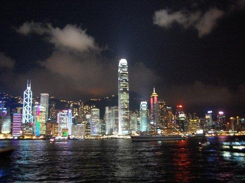 东方有个好莱坞 它的名字叫香港