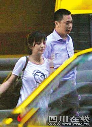 赵薇剖腹产女传照片价百万 粉丝取名叫黄小薇