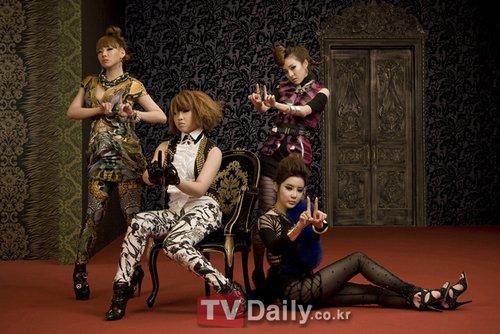 人气组合2NE1拍摄时尚大片 脱去稚气尽显性感