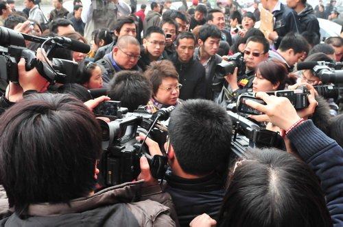 韩红爱心行动3小时为玉树地震灾区募捐4.5万元