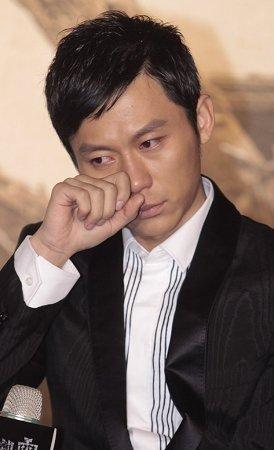 《唐山大地震》发预告 冯导向玉树震区捐款20万