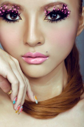 胡灵为杂志拍摄最新时尚大片 变身梦幻芭比娃娃
