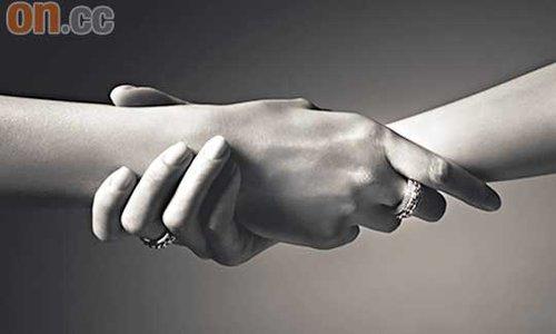 容祖儿霍汶希手牵手献爱
