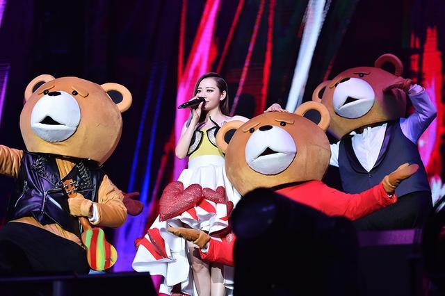 张靓颖福州演唱会开演 大手笔签约韩国艺人池赫拉