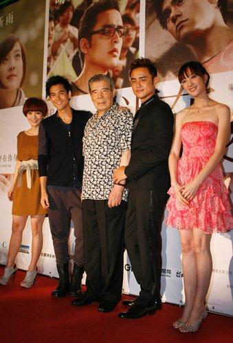 《近在咫尺》台北首映 五月天阿信捧场引尖叫