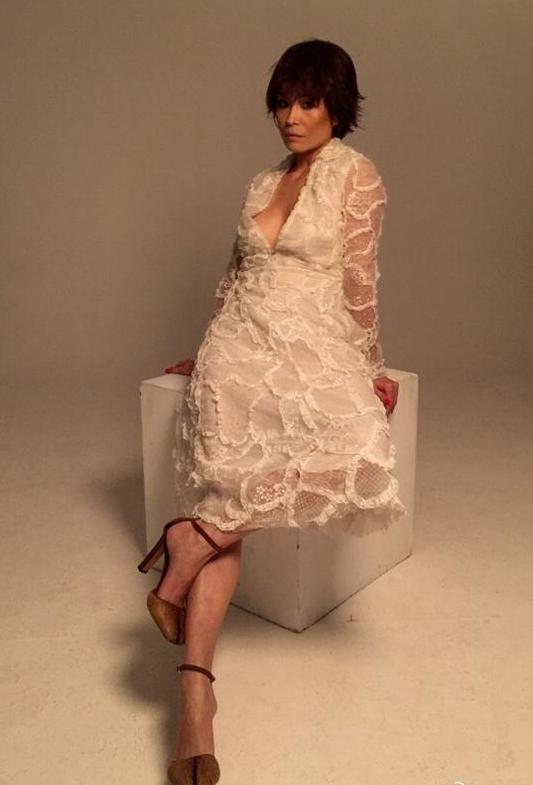 45岁香港女星真空照被讽70岁 回应美丽无关年龄