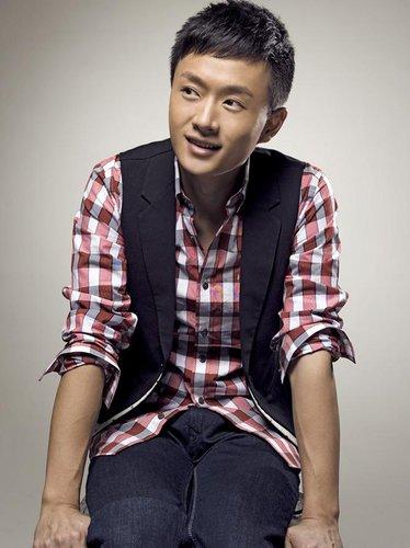 吴健出演《爱上女主播》 戏里戏外都是青熟男