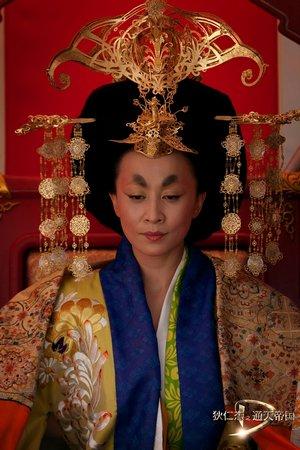 《狄仁杰》发剧照 刘嘉玲:演这个女皇帝很过瘾