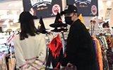 和张子萱逛超市,陈赫犀利的眼神把网友吓到了