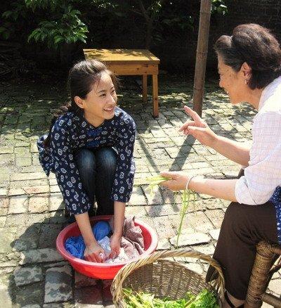 郑露《潮人》饰演村姑 悲情励志堪比阿信