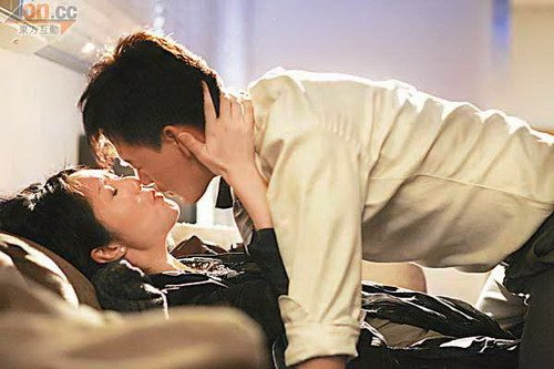 林峰杨千嬅十年后再结片缘 喝酒谈情醉拥吻