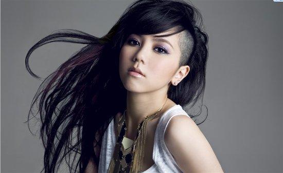 成入围金曲奖最年轻最佳女歌手 邓紫棋直呼意外