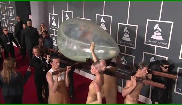 视频:53届格莱美红毯 Lady Gaga蚌壳惊艳全场