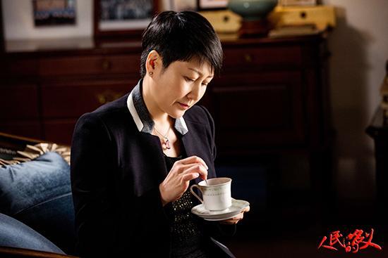 张凯丽《人民的名义》微笑走红 直播为粉丝落泪