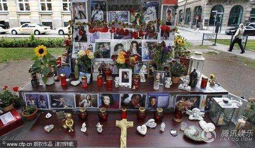 """纪念天王杰克逊逝世一周年 全球一同""""战栗"""""""