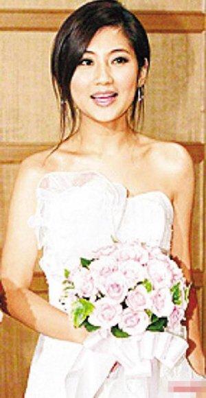 Selina8月5号公布婚期 Hebe口风严拒绝透露详情