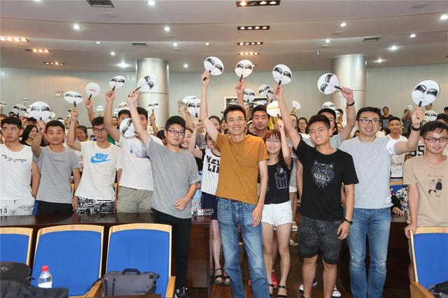 《阿唐奇遇》导演做客西安高校 与学生畅谈梦想