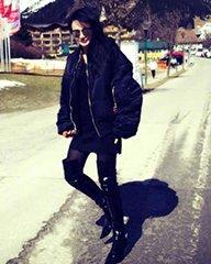 冉莹颖雪山下穿黑丝秀美腿