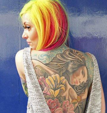 纹身爱好者齐聚展野性诱惑
