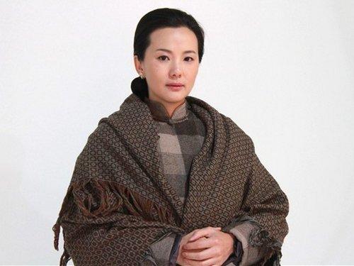 """咏梅《悬崖》造型曝光 气质酷似""""国母"""""""