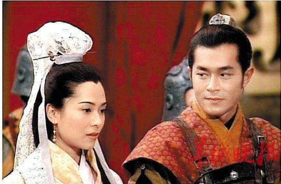 的对象都是圈中大叔级的男人.   郭羡妮、温兆伦   郭羡妮在加入TVB