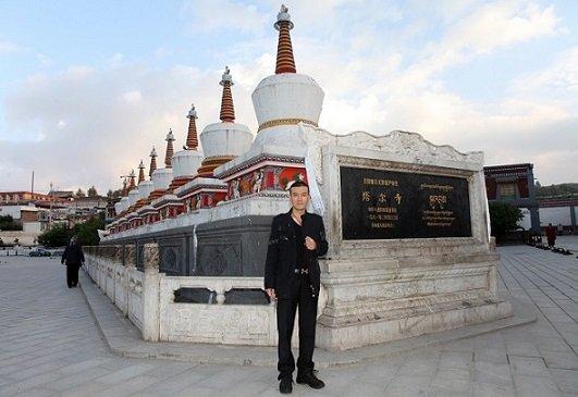 杨子探访青海塔尔寺 虔诚礼佛朝