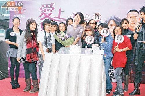 杨谨华生日获粉丝祝贺 助萧亚轩筹款初次献唱