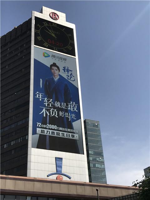 鹿晗生日粉丝纷纷围堵东三环,只因能遇见他?