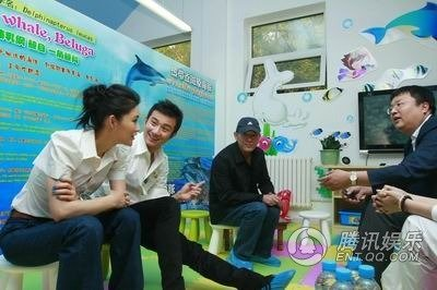 《海洋天堂》献爱心 李连杰给文章送儿童节礼物