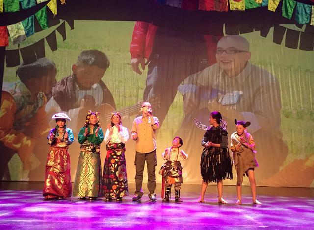 """平安助阵藏童音乐会 """"孩子王""""先生首唱藏语歌"""
