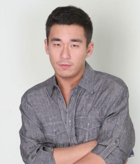 张默涉嫌容留他人吸毒罪被批捕 最高或判三年