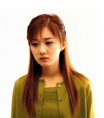 张娜拉变身大学教授 九月正式上岗面试学生_娱