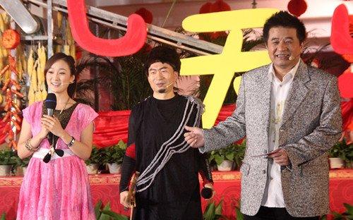 《新年七天乐》走进连州 毕福剑老猫哄抢龙梅