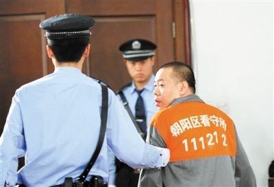 鄢颇被砍案索赔126万请求重罚 13人受审认罪