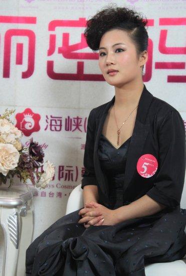 黄梓琪揭分手真相:孩子流产 没用邓建国一分钱