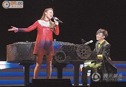 林俊杰演唱会湿身秀肌肉 预告与容祖儿跳脱衣舞