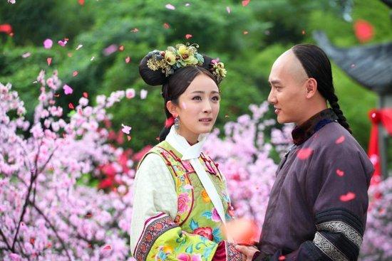杨幂冯绍峰出席粉丝节 宣传《宫》成最期待情侣