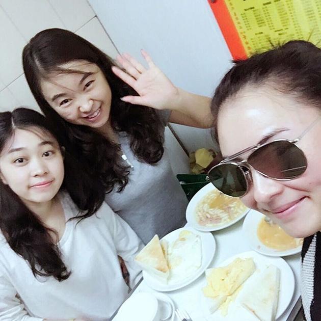 张柏芝与网友共进早餐 皮肤水嫩墨镜酷炫张柏芝最恶心的照片,张柏