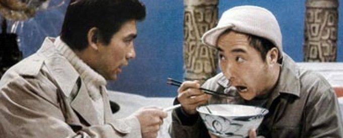 1984年,陈佩斯和朱时茂在春晚上表演小品《吃面条》一炮走红。