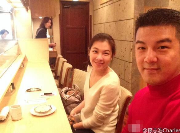 贾静雯前夫婚纱照曝光 女方:我们很幸福
