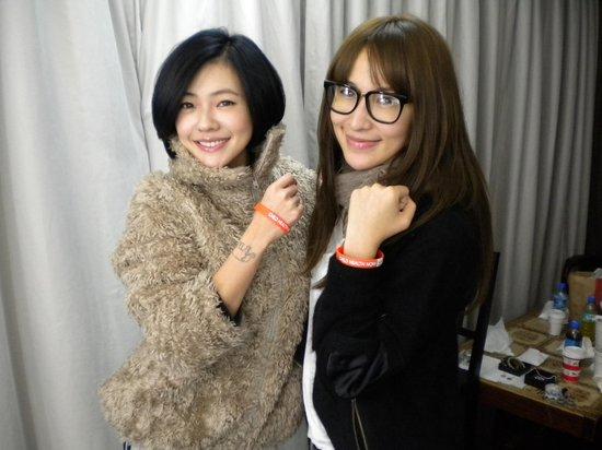 萧亚轩邀众歌手录圣诞公益歌曲 小S杨谨华力挺