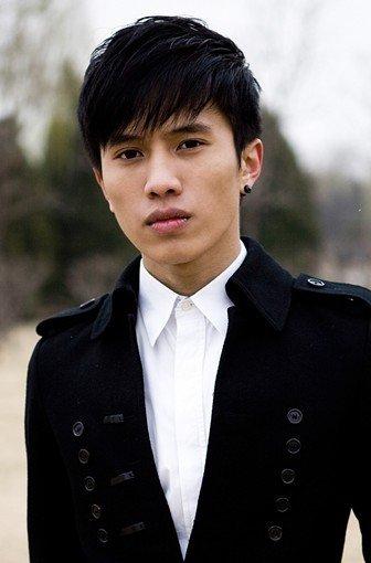 《多情谷》里挑战体能 翟文斌不介意被叫小陈坤